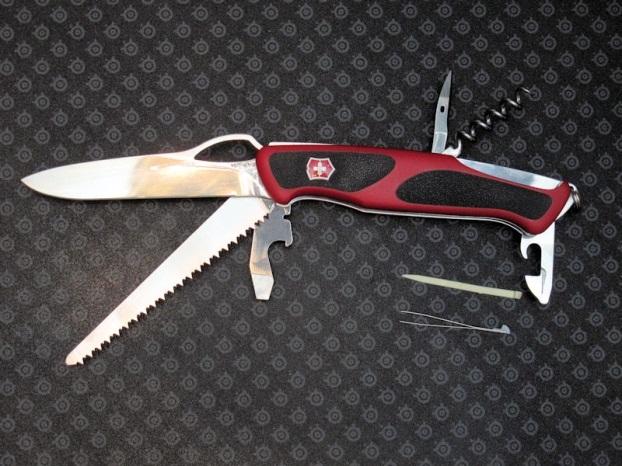 Складной нож Victorinox RangerGrip 79
